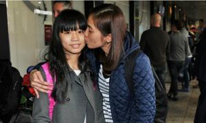 Hành trình về nhà của cô bé gốc Việt mắc kẹt ở TP HCM