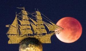 Siêu trăng nhuộm đỏ bầu trời thế giới