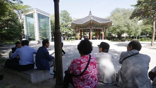 [Caption]photo, elderly people sit in the shade at Tapgol park in Seoul, South Korea. The park, mostly a place for relaxation for elderly residents in Seoul, had also been a site where elderly prostitutes solicit customers for sex in nearby motels. After widespread police crackdown this spring, many elderly prostitutes have disappeared in Seoul but some still operate near a plaza in front of the Piccadilly theater, which is about 10 minutes walk from Tapgol Park. (Ahn Young-joon, Associated