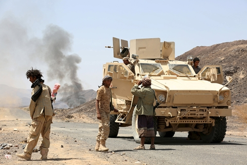 Soldiers loyal to Yemen's government stand next to armoured personnel carriers in the frontline province of Marib, October 4, 2015. REUTERS/Stringer
