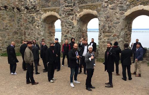 Một buổi sinh hoạt của câu lạc bộ râu rậm Thụy Điển tại di tích lâu đài cổ Brahehus. Ảnh: AFP