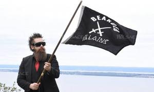 Câu lạc bộ quý ông râu rậm bị nhầm là phiến quân IS