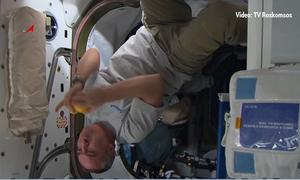 Tiêu khiển trong không gian của phi hành gia