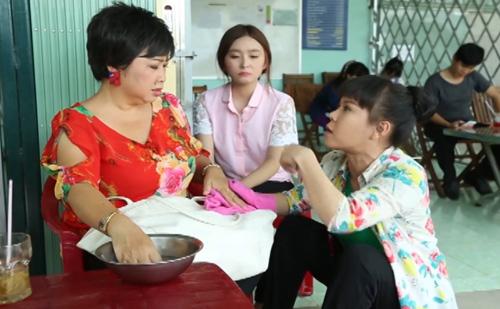 nu-khach-hang-sung-sot-truoc-kien-thuc-y-hoc-cua-viet-huong