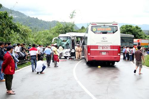 Hiện trường vụ tai nạn trên đèo Bảo Lộc. Ảnh: Hoài Thanh