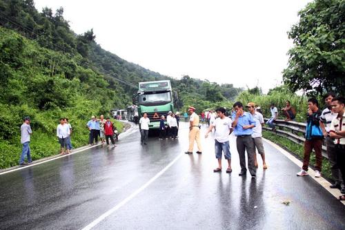 Đèo Bảo Lộc ách tắt hơn 3 giờ do tai nạn. Ảnh: Hoài Thanh