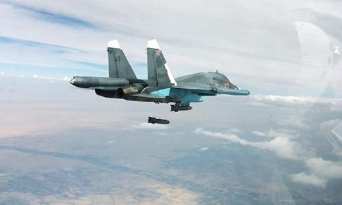 Chiến đấu cơ Nga ném bom xuống mục tiêu của IS ở Syria. Ảnh: RIA Novosti.