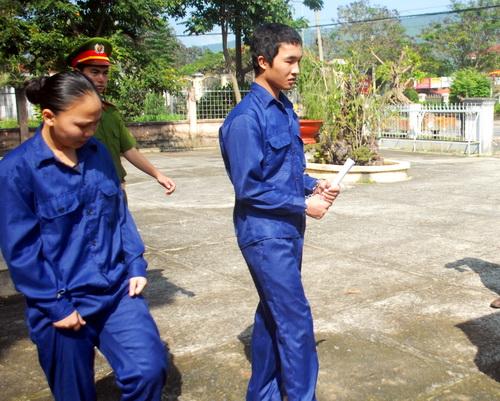 Sau hơn 5 tháng tạm giam, Ngày 23/10, TAND huyện Đơn Dương, Lâm Đồng xử sơ thẩm Nguyễn Hoàng Anh (tức Hào Anh, 20 tuổi, quê Cà Mau) và em họ Phan Thảo Duy (20 tuổi) về tội Trộm cắp tài sản với khung hình phạt cao nhất 3 năm tù giam.