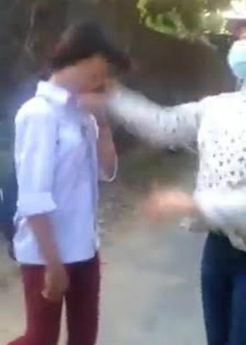 nu-sinh-bi-danh-hoi-dong-tren-duong-den-truong