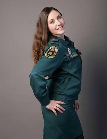 Voskresenskai Elvira trong đồng phục củaBộ Tình trạng Khẩn cấp