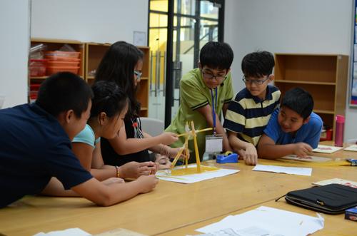 """Phương pháp giáo dục """"Học thông qua hành"""" mang lại sự hứng thú cho học sinh khi tiếp thu kiến thức."""