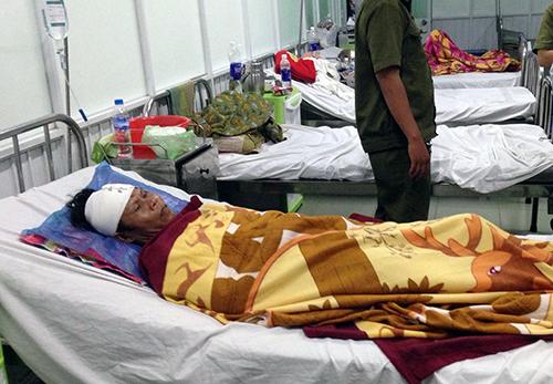 Các nạn nhân bị thương đang điều trị ở Bệnh viện đa khoa Bình Tân. Ảnh: Hải Hiếu