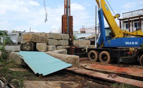 8-khoi-betong-lan-vao-nha-dan-de-nat-nhieu-xe-may-1