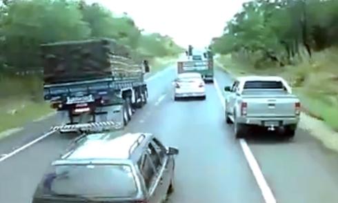 xe-off-road-loi-nuoc-nhu-tau-ngam-2