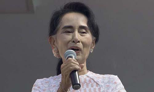 Bà Aung San Suu Kyi, lãnh đạo đảng đối lập Liên minh Quốc gia vì dân chủ (NLD) trong một bài phát biểu hôm nay. Ảnh: AP