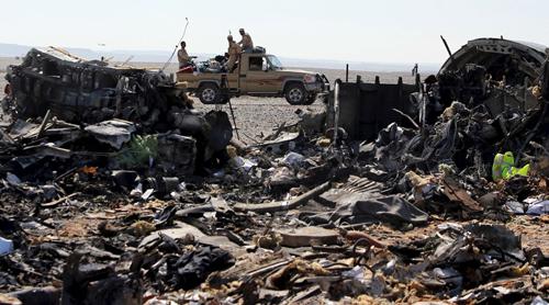Xác máy bay Nga tại hiện trường ở thành phốEl Arish, phía bắc Ai Cập. Ảnh: Reuters
