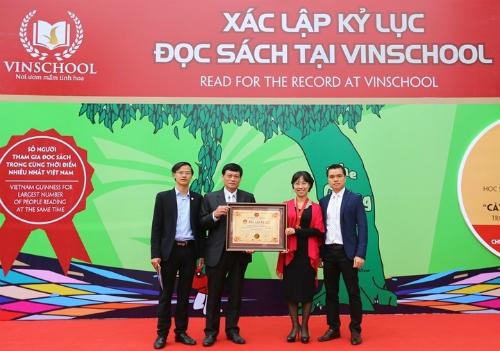 vinschool-lap-ky-luc-so-nguoi-cung-doc-sach-lon-nhat-viet-nam