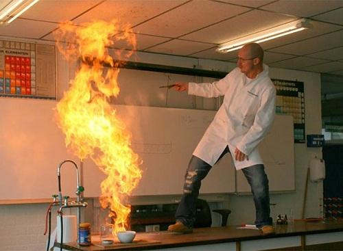 Thí nghiệm hóa học là phải chất thế này.