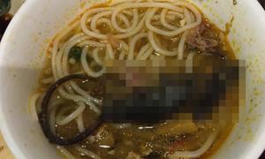 Chuột chết trong nồi ở quán lẩu cua Sài Gòn