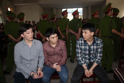 Ba kẻ giết người tại phiên tòa tại huyện Trảng Bom. Ảnh: Hoàng Trường