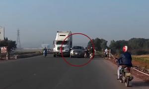 Ôtô đánh võng vượt ẩu trên quốc lộ 1