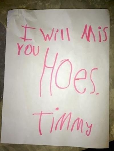 """""""Tớ sẽ nhớ nhà cậu lắm"""" (I will miss your house) đã bị viết sai thành """"I will miss you hoes"""" - Tớ sẽ nhớ cậu lắm, những cái cuốc ạ."""