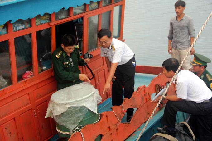 Thi thể ngư dân bị bắn ở Trường Sa được đưa vào bờ