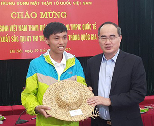 ong-nguyen-thien-nhan-chi-cho-hoc-sinh-cach-hoc-tieng-anh