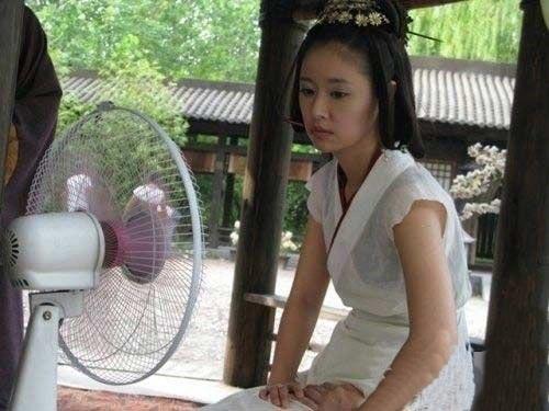 Thời tiết nóng nực khiến Lâm Tâm Như 'đau khổ'.
