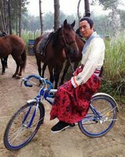 Dẫu sao thì 'ngựa sắt' vẫn dễ cưỡi hơn ngựa thường.
