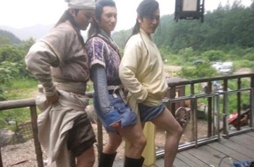 Khi các 'mỹ nam' khoe chân dài 'trắng nõn nà'.