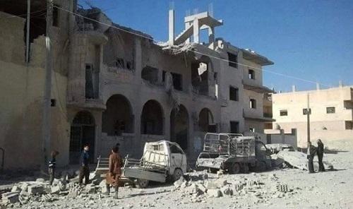 Một tòa nhà tại Raqqa bị trúng bom hôm 29/11/2015. Nhiều khu vực tại đây bị bỏ hoang do người dân sợ bị không kích. Ảnh: RBSS