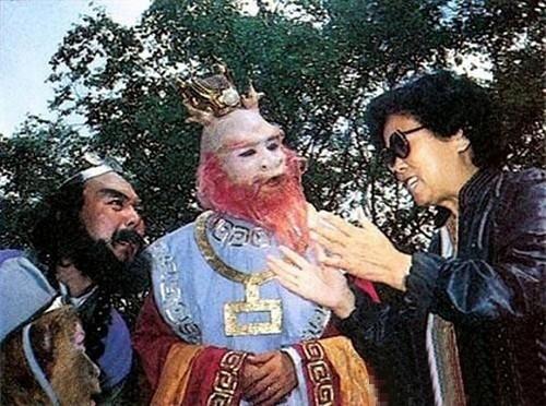 Long Vương cùng Sa Tăng đang cố gắng tiếp thu hướng dẫn của đạo diễn.