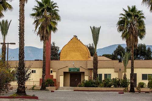 [Caption]Dar al-Uloom al-Islamiyah, a mosque in San Bernardino where one suspect, Syed Rizwan Farook, sometimes worshiped.CreditMonica Almeida/The New York Times