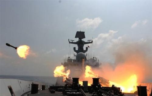 Tàu Trung Quốc tập trận ở Biển Đông. Ảnh: People's Daily