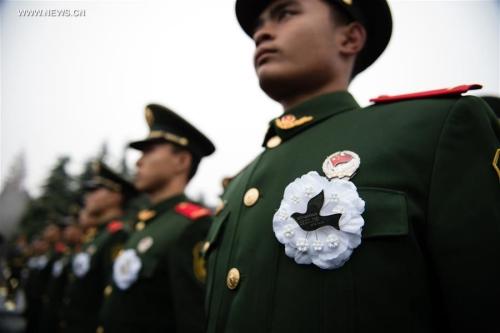 Binh sĩ Trung Quốc tại lễ tưởng niệm hôm nay. Ảnh: Xinhua