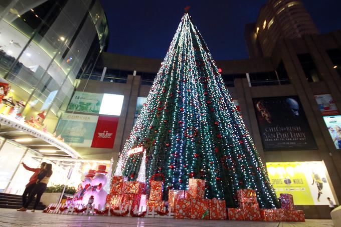 Sắc màu Noel ở 'thành phố ánh sáng'