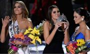 Ảnh chế sự cố trao nhầm vương miện tại Hoa hậu Hoàn vũ 2015