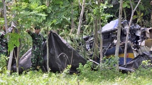Hiện trường máy bay rơi trên đảo Java. Ảnh: AP