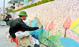 'Bức tranh ghép gốm lớn nhất thế giới' được sửa chữa