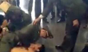 Người đàn ông đập phá gây náo loạn sân bay Nội Bài