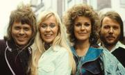 Happy New Year (ABBA) ảm đạm nhưng đầy lạc quan