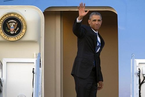 Tổng thống Mỹ Barack Obama trên chiếc chuyên cơ Không lực Một. Ảnh: AP