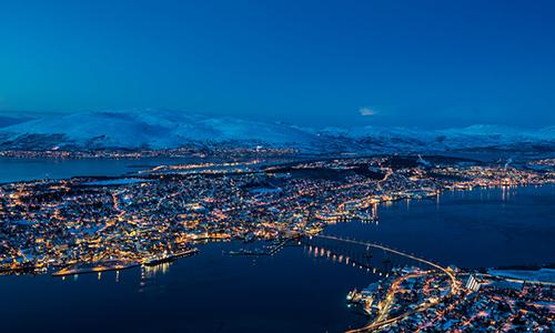 [Caption]Ảnh 2: Tromso nhìn từ trên cao, ngày tối nhất trong năm thường rơi vào khoảng từ 21 -23/12