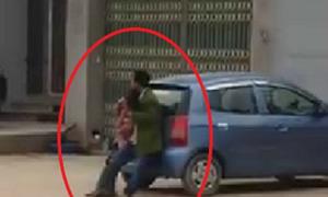 Người đàn ông cầm dao khống chế phụ nữ ở Bắc Giang