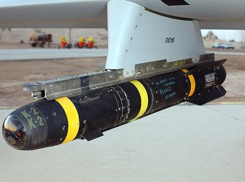 Tên lửa Hellfiregắn trên máy bay không người lái Predator. Ảnh: Wikipedia.