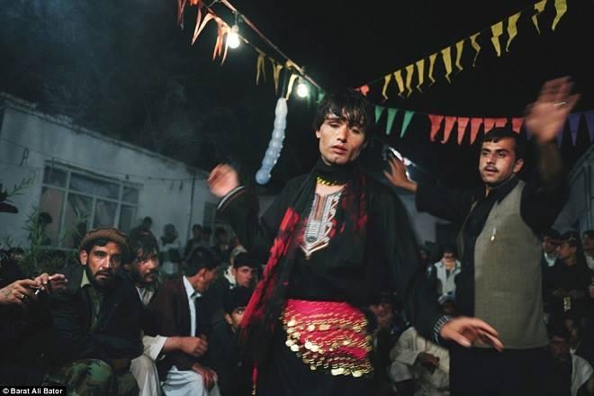 Phận 'trai nhảy' ở Afghanistan