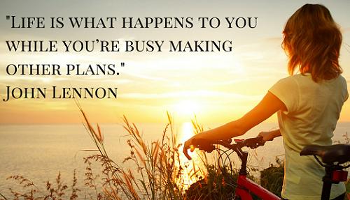Life is what happens to you while youre busy making other plans./ Cuộc sống là những thứ cứ tiếp diễn trong khi bạn đang bận bịu lên kế hoạch.