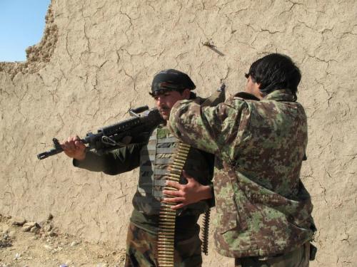 binh-si-ma-khien-afghanistan-chat-vat-chong-taliban-1