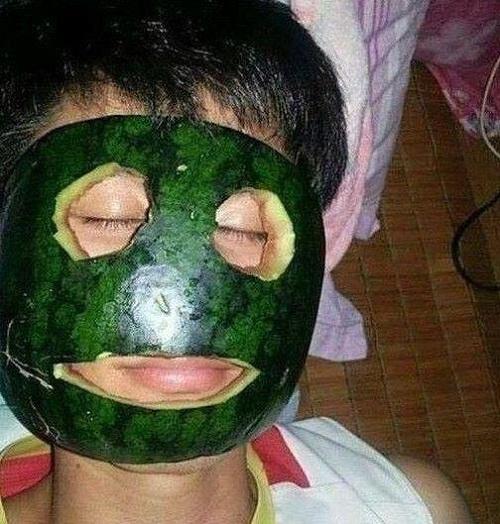 Đắp mặt nạ dưa hấu mỗi ngày rất tốt cho da.